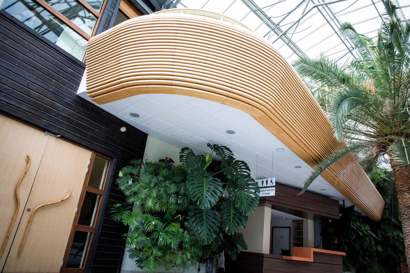 Habillages muraux et du balcon, menuiseries intérieures de Terra Botanica - Maine et Loire
