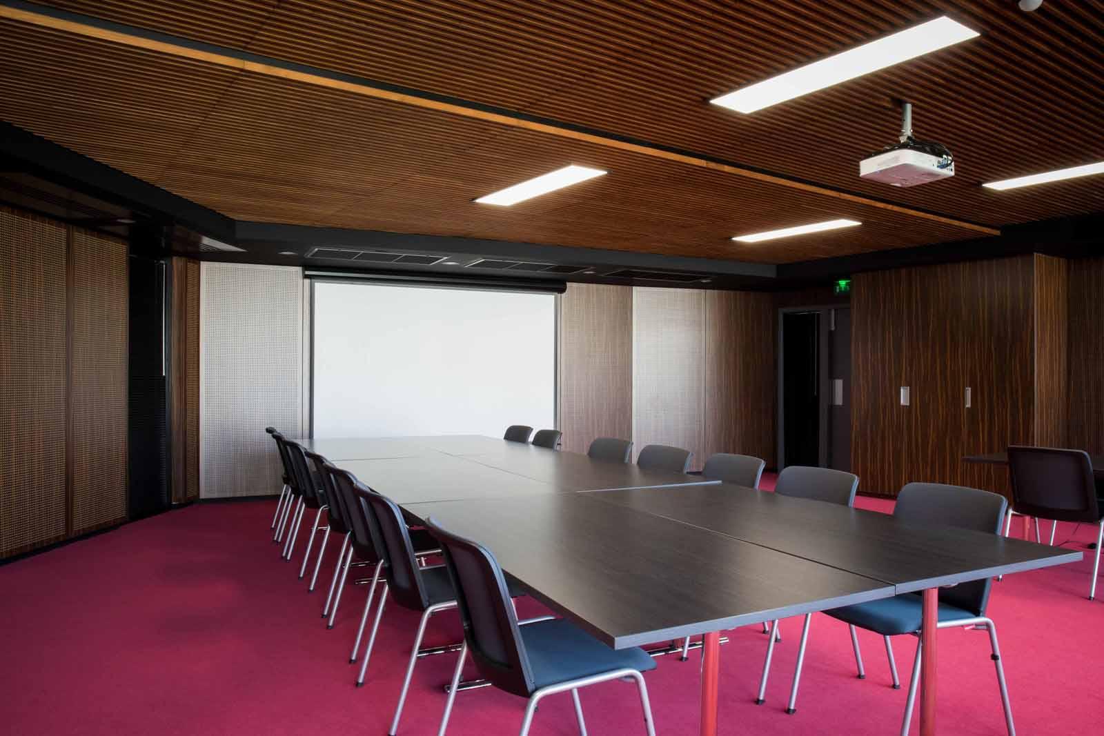 Habillages muraux et plafonds acoustiques du bâtiment Foch - Maine et Loire